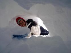 igloo et raquette à neige
